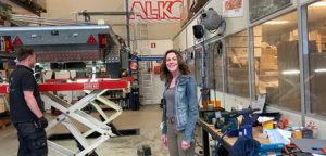 Anneke backstage in de Aart Kok Service Center werkplaats in Heemstede