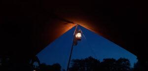 Aart Kok Kariba vouwwagen op de camping by night
