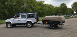 Aflevering van Aart Kok Kariba Tent & Trailer Off-Road vouwwagen achter Land Rover Defender