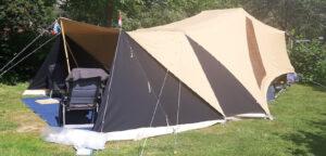 Zwart windscherm aan Tuareg vouwwagen