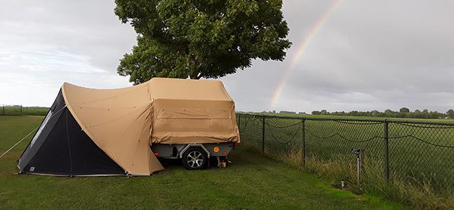 Zambezi River Lodge vouwwagen met boogluifel en regenboog website